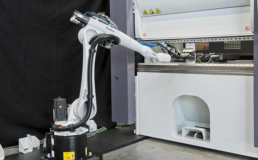 Dyna-Cell robotic manufacturing cell
