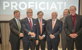 Ceremonious press of a button by Flemish Minister-President Geert Bourgeois